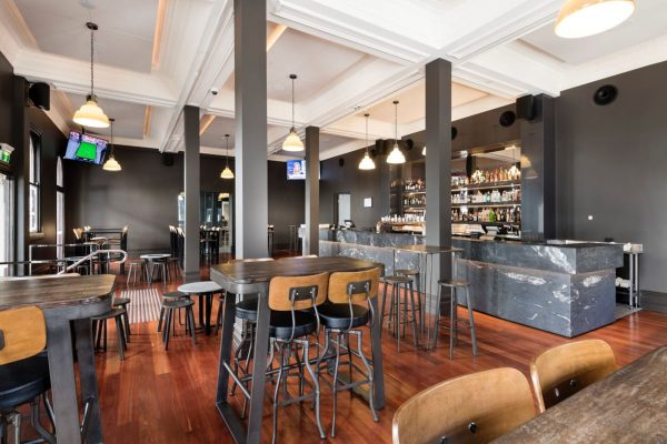 Where to Stay in Perth - The Melbourne Hotel - Pub area