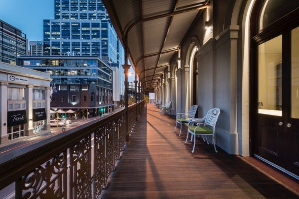 Where to Stay in Perth - The Melbourne Hotel - heritage balcony